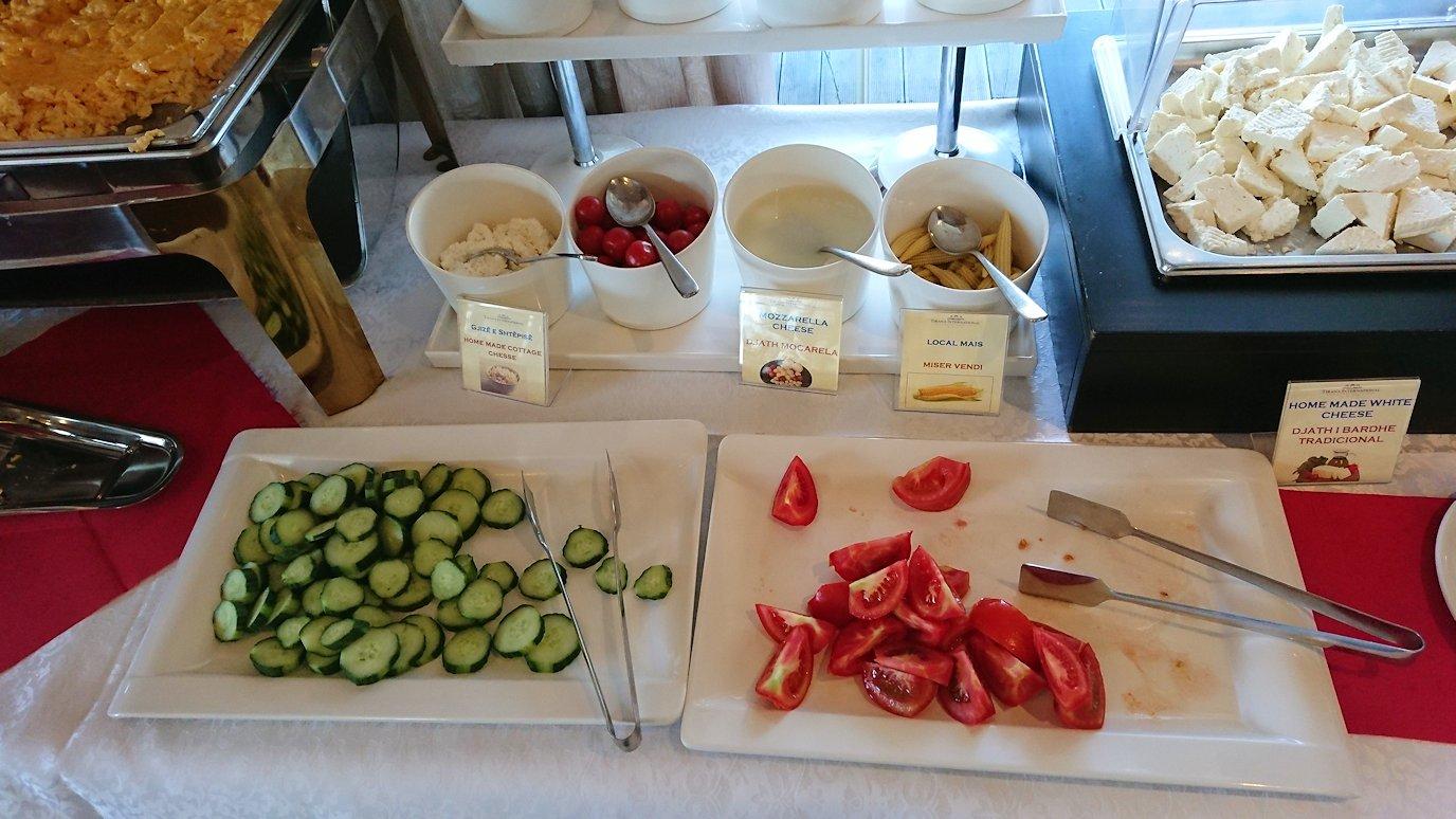 アルバニアで首都ティラナのホテルで迎えた朝食1