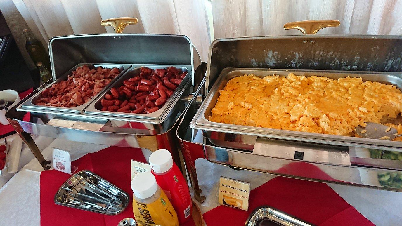 アルバニアで首都ティラナのホテルで迎えた朝食2