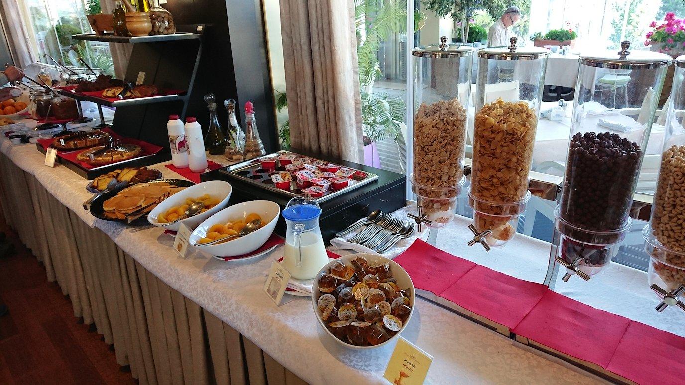 アルバニアで首都ティラナのホテルで迎えた朝食5