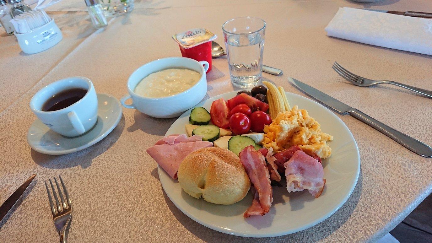 アルバニアで首都ティラナのホテルで迎えた朝食6