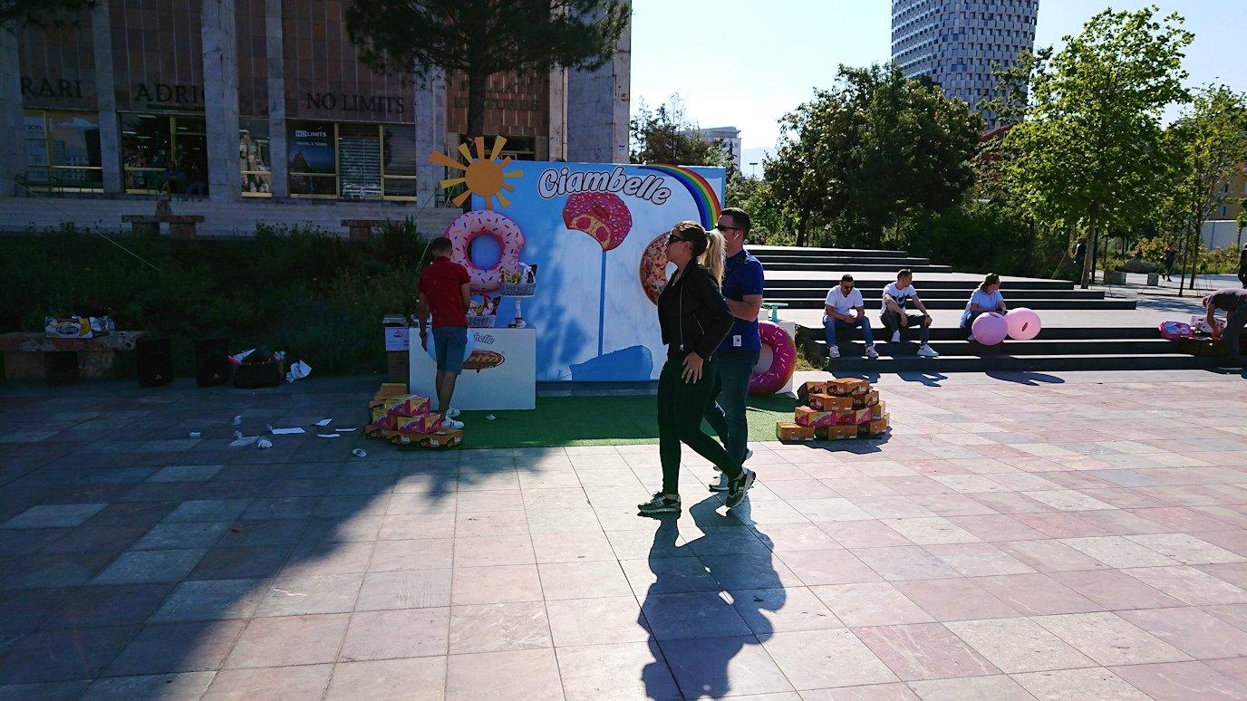 アルバニアで首都ティラナのスカンデルベグ広場ですごろくを発見4