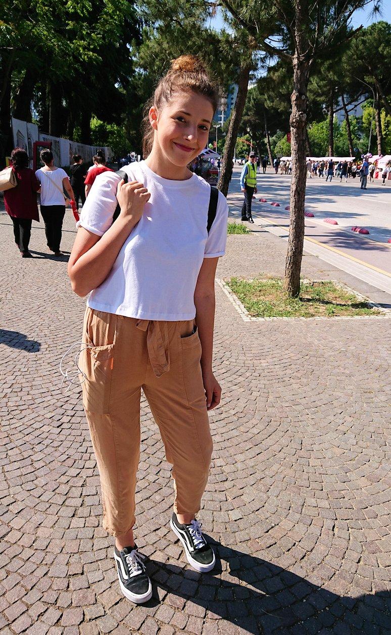 アルバニアで首都ティラナで子供の日イベントを楽しむ