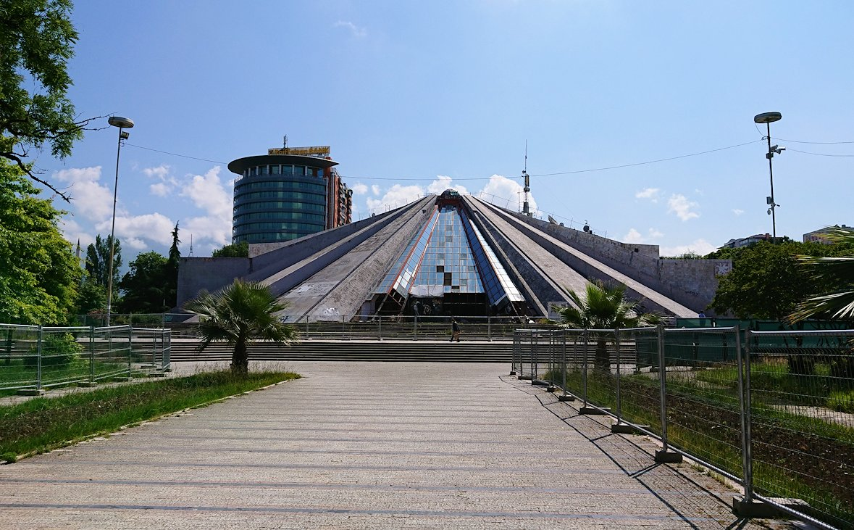 アルバニアのティラナで市内を見て回る3