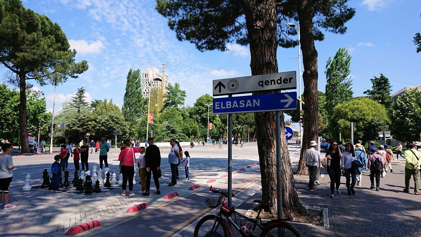 アルバニアのティラナで市内を見て回る5