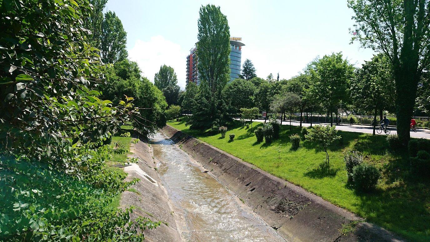 アルバニアのティラナで市内を見て回る7