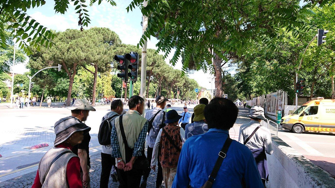 アルバニアのティラナで市内を見て回る8