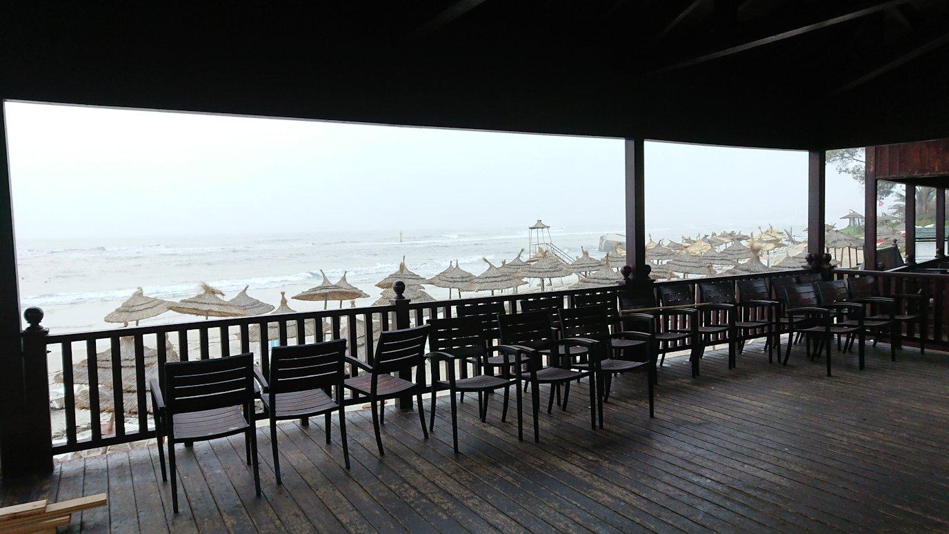 チュニジア:スースのホテルの砂浜で朝日を・・・