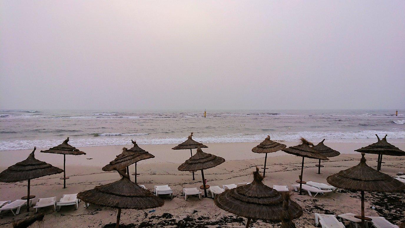 チュニジア:スースのホテルの砂浜で朝日を・・・6