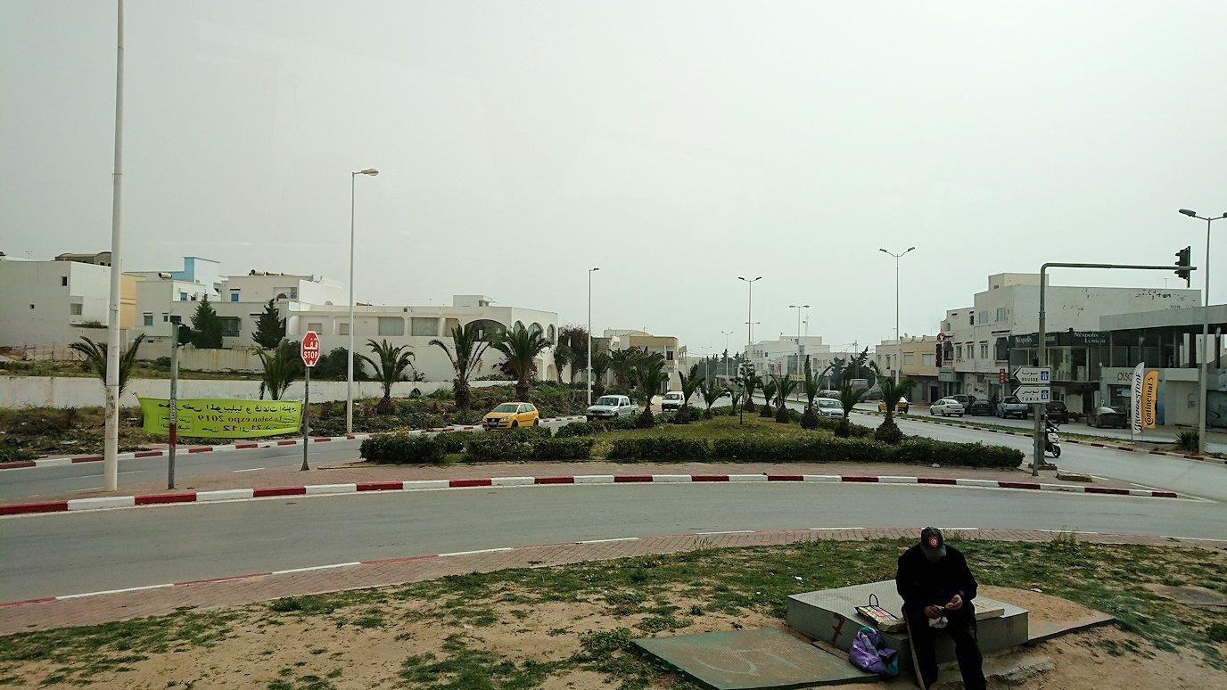 チュニジア:スースからナブールの街まで移動する途中の景色