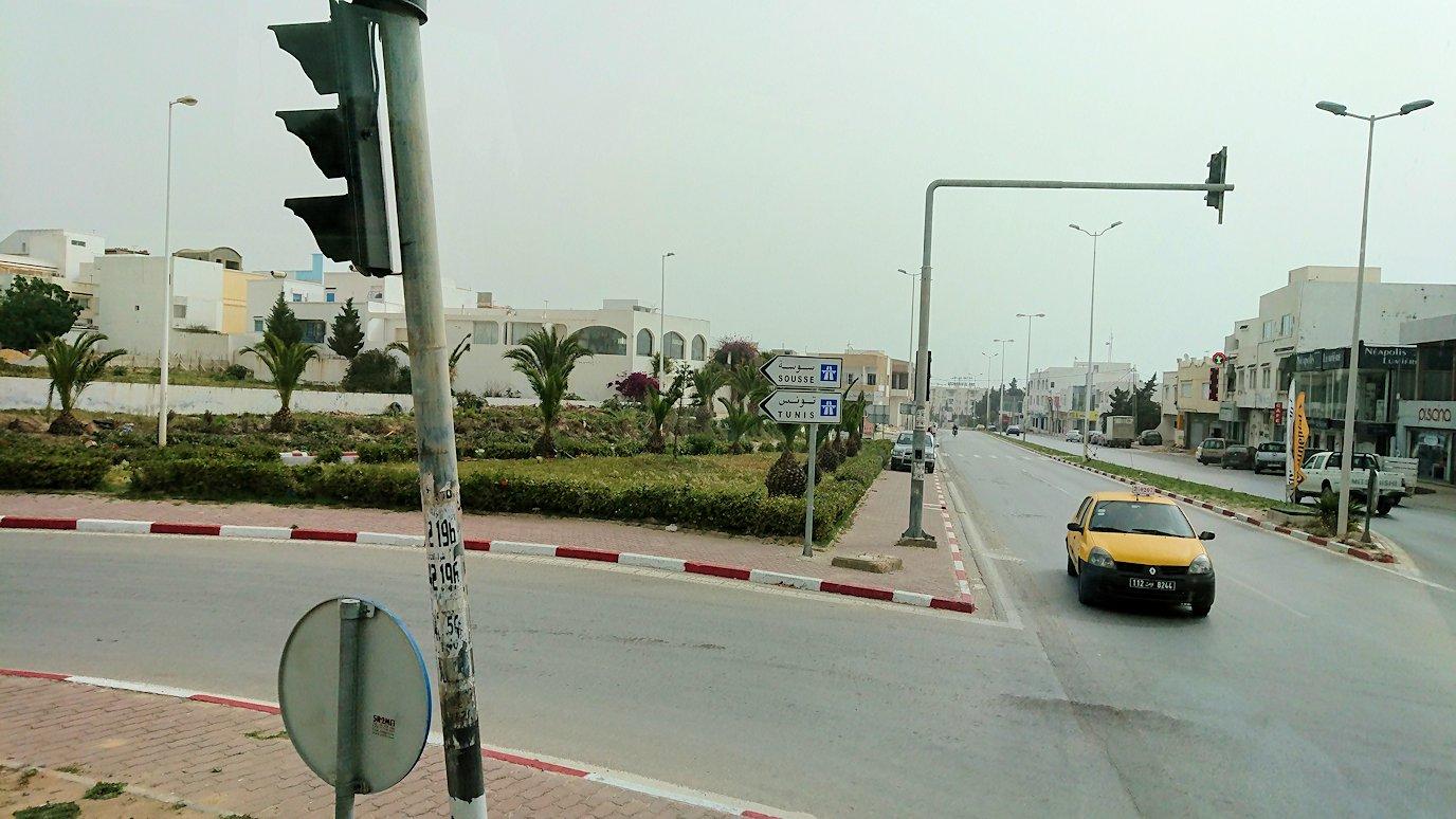 チュニジア:スースからナブールの街まで移動する途中の景色2