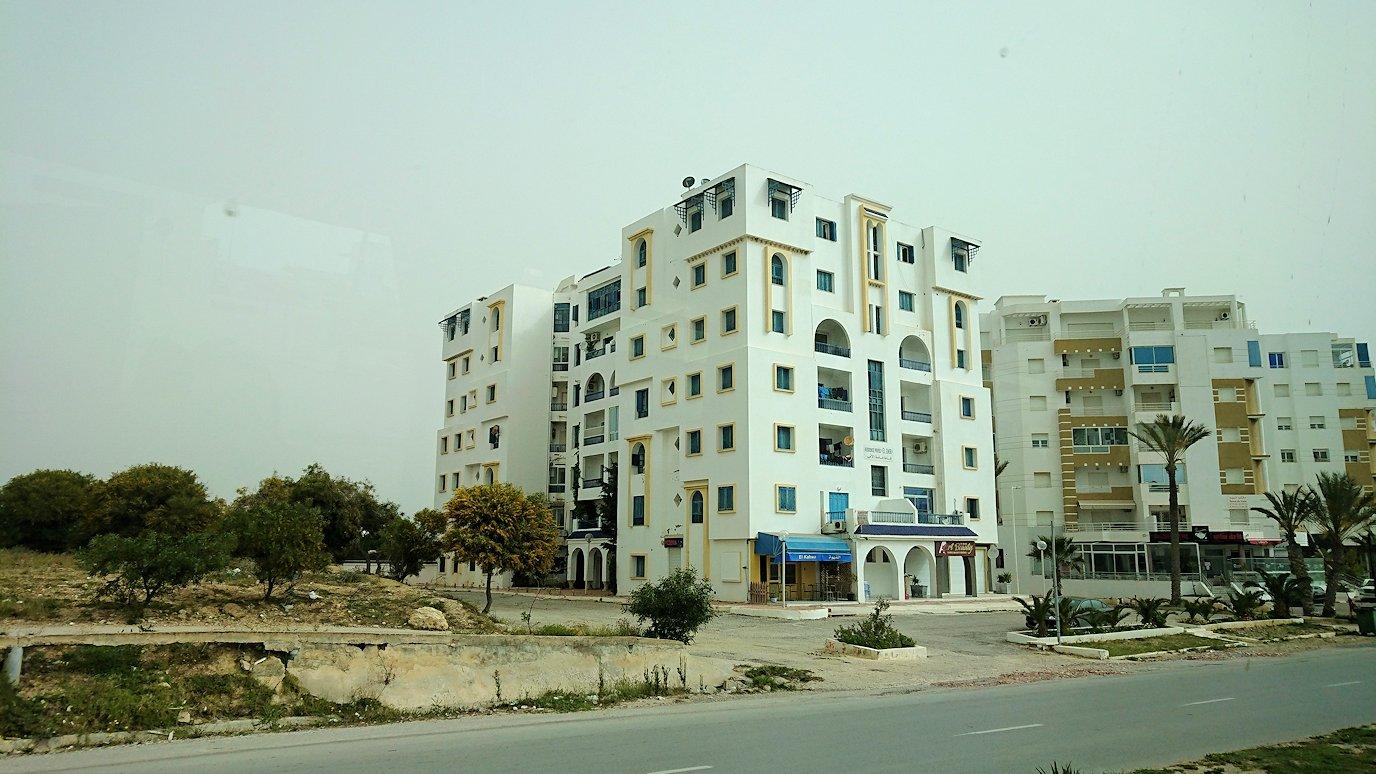 チュニジア:スースからナブールの街まで移動する途中の景色5