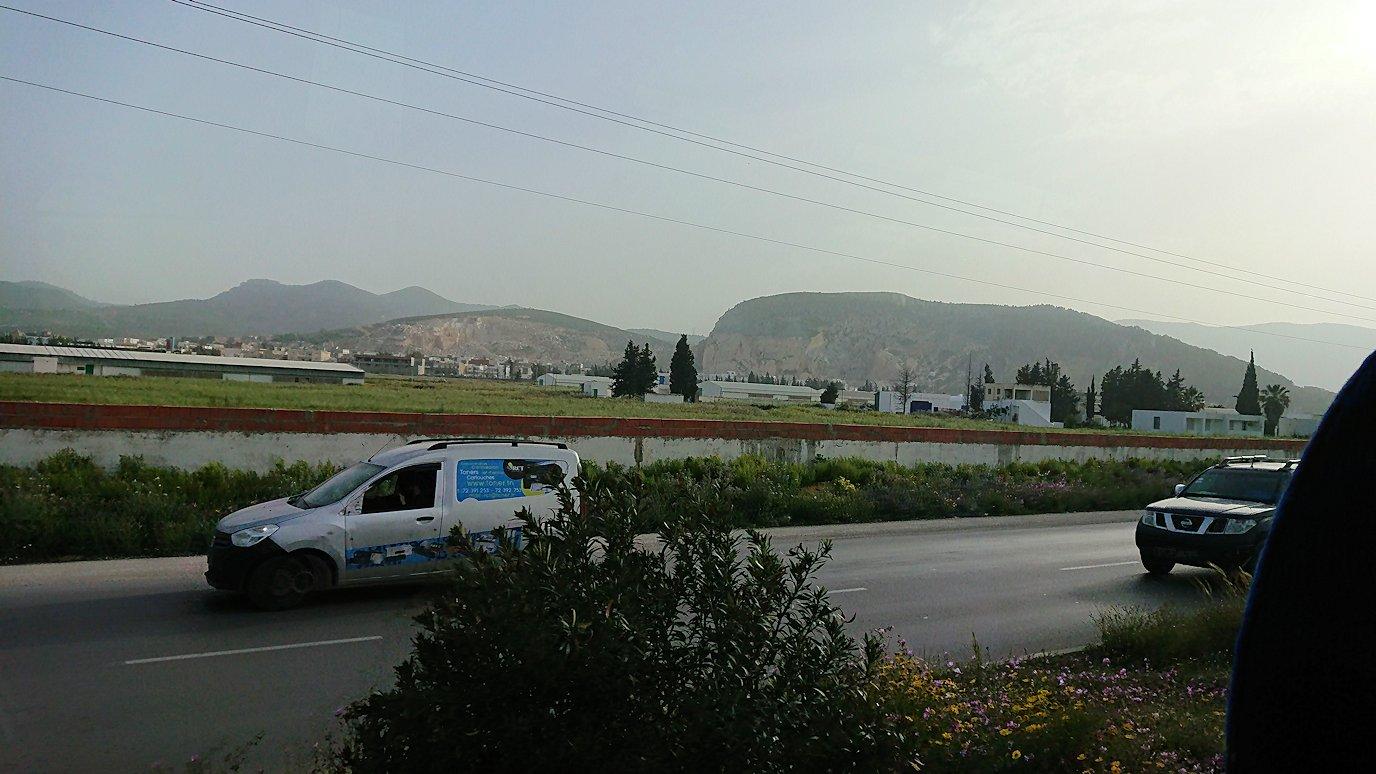 チュニジア:のケルクアン遺跡の見学が終了し移動する7