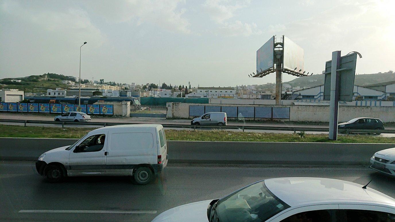 チュニジアのケルクアンからチュニスに移動する