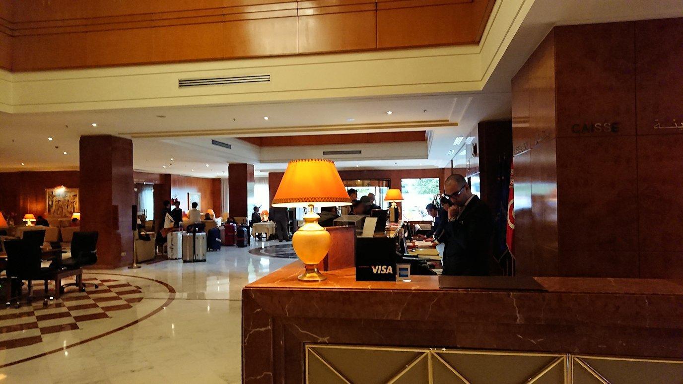 チュニジアのチュニスにあるエルムラディ・アフリカ・ホテルにチェックイン