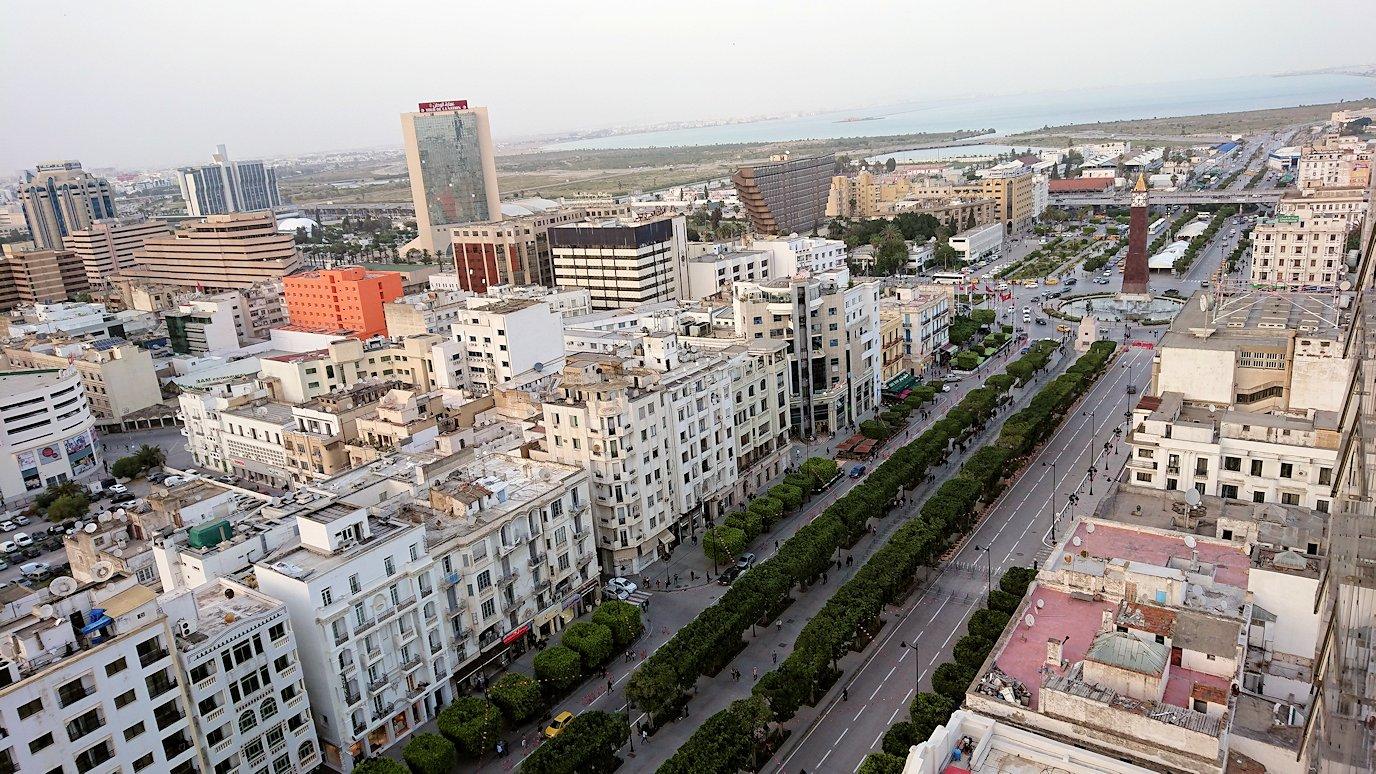 チュニジアのチュニスにあるエルムラディ・アフリカ・ホテルの部屋に入る5