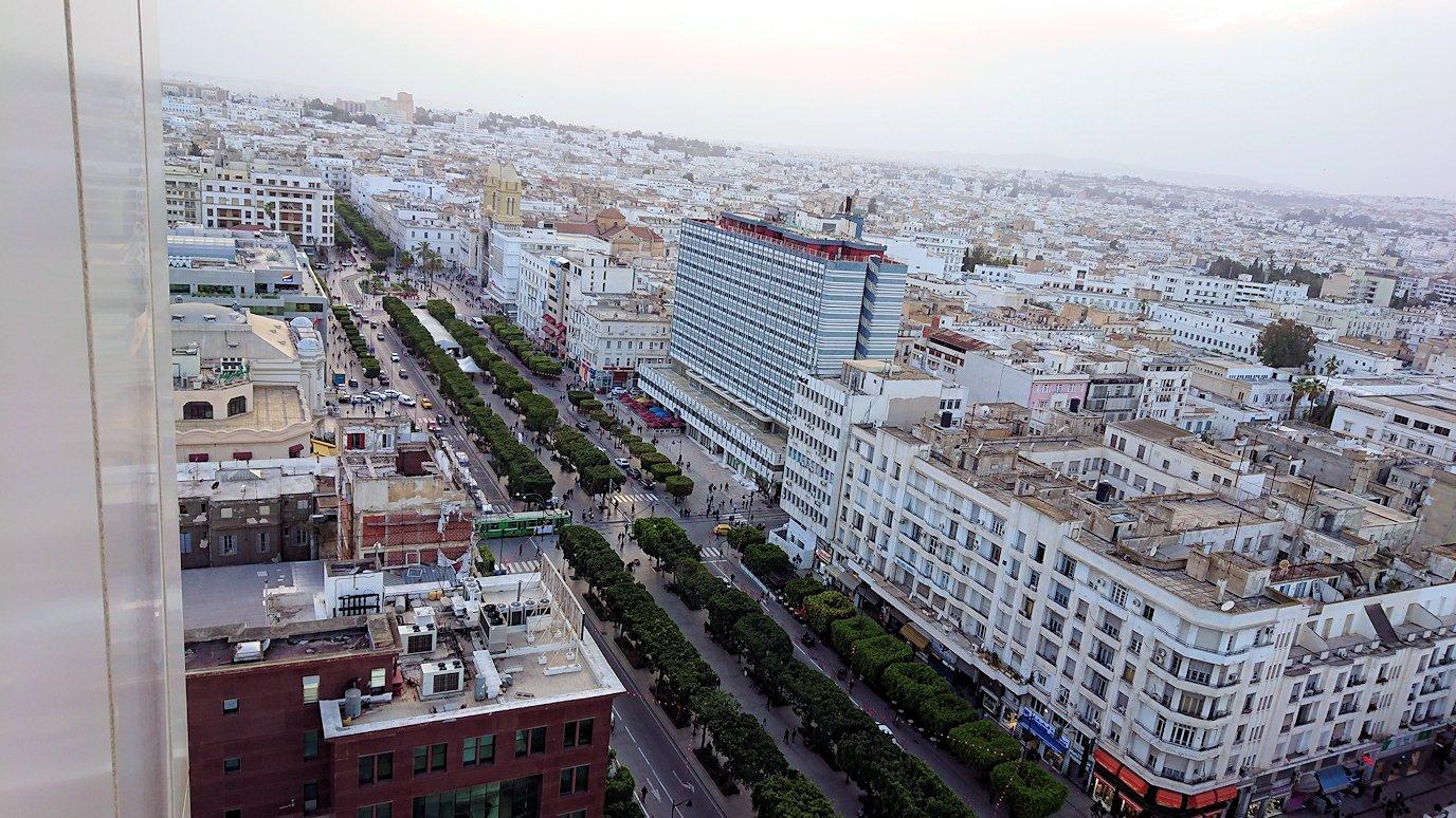 チュニジアのチュニスにあるエルムラディ・アフリカ・ホテルの部屋に入る6