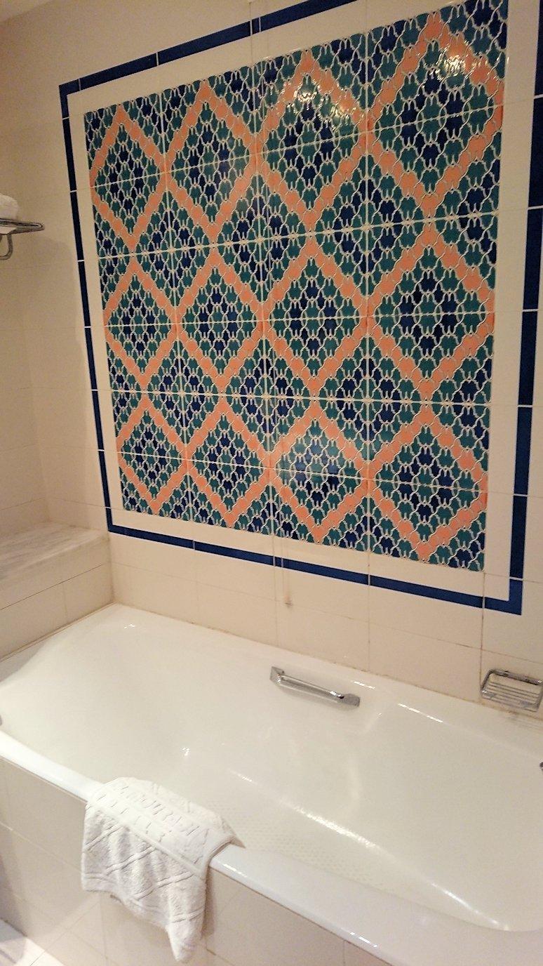 チュニジアのチュニスにあるエルムラディ・アフリカ・ホテルの部屋に入る8