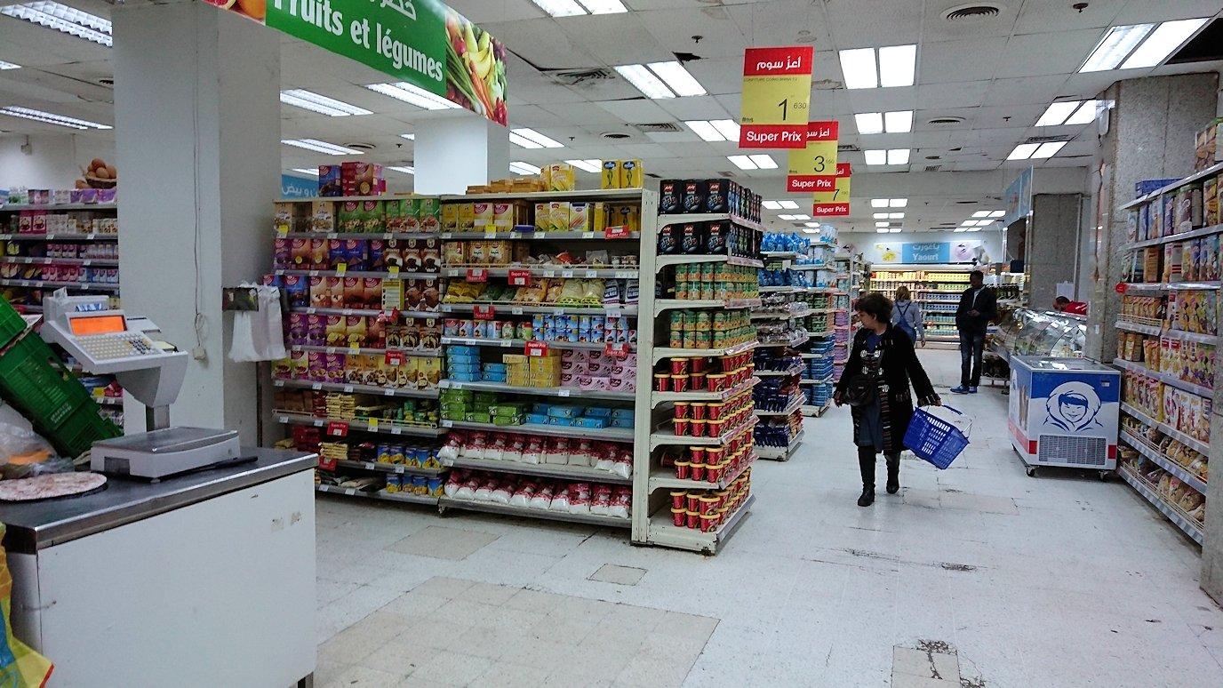 チュニジアのチュニスにあるエルムラディ・アフリカ・ホテルから歩いてスーパーマーケットに到着7