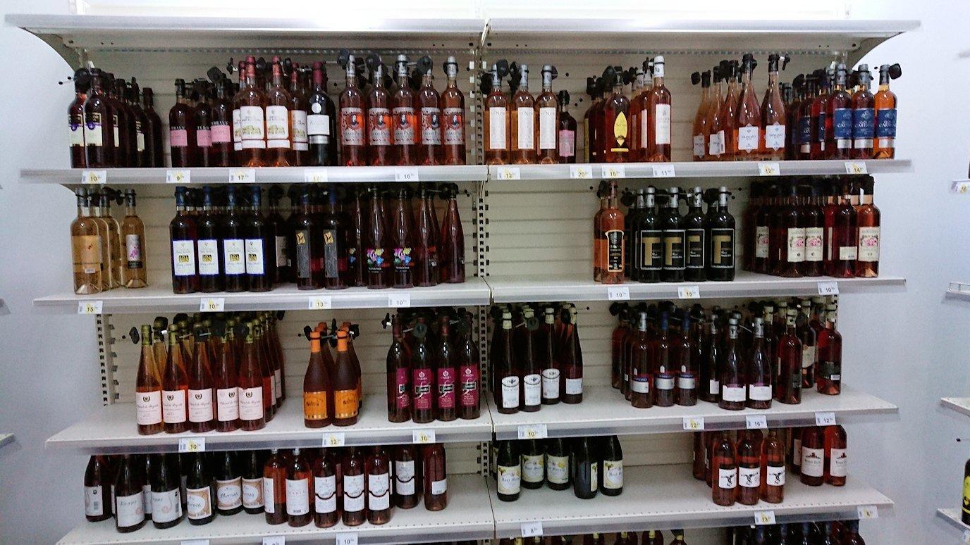 チュニジアのチュニスにあるエルムラディ・アフリカ・ホテルから歩いてスーパーマーケットでお買い物2
