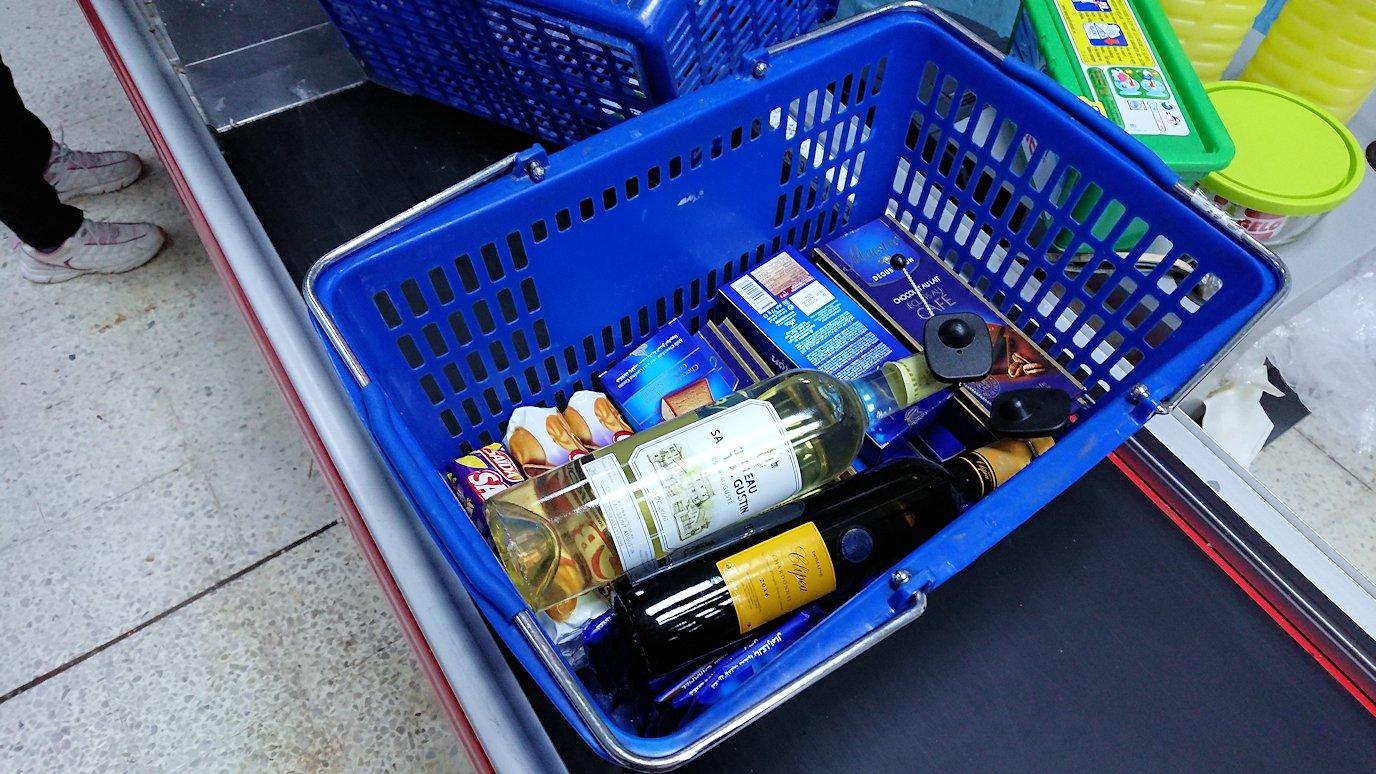 チュニジアのチュニスにあるエルムラディ・アフリカ・ホテルから歩いてスーパーマーケットでお買い物3
