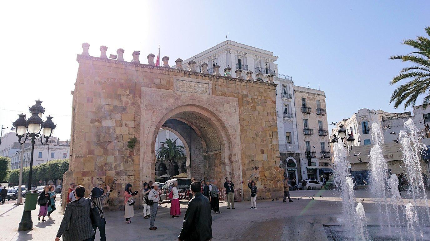チュニジア:チュニスのメディナの入口にて6
