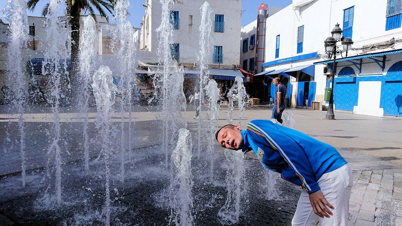 チュニジア:チュニスのメディナの入口にて9