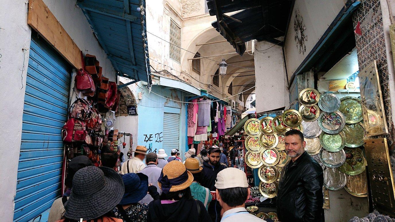チュニジア:チュニスのメディナに入っていく2
