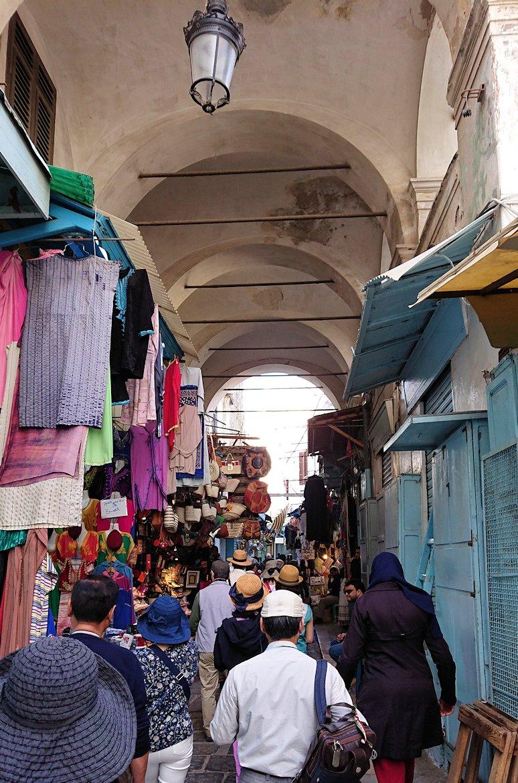 チュニジア:チュニスのメディナに入っていく5