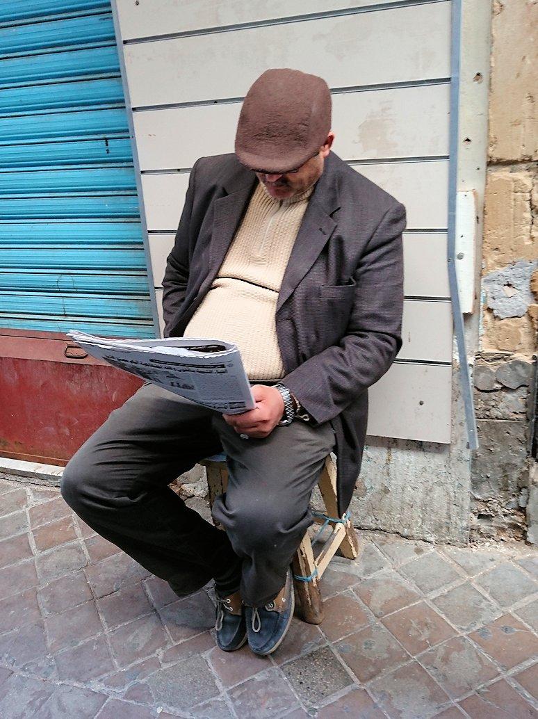 チュニジア:チュニスのメディナのメイン通りを進みながら写真を撮る6