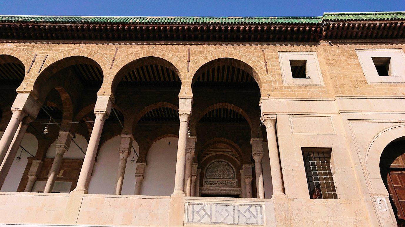チュニジア:チュニスのメディナのメイン通りを進みながらグランドモスクに5