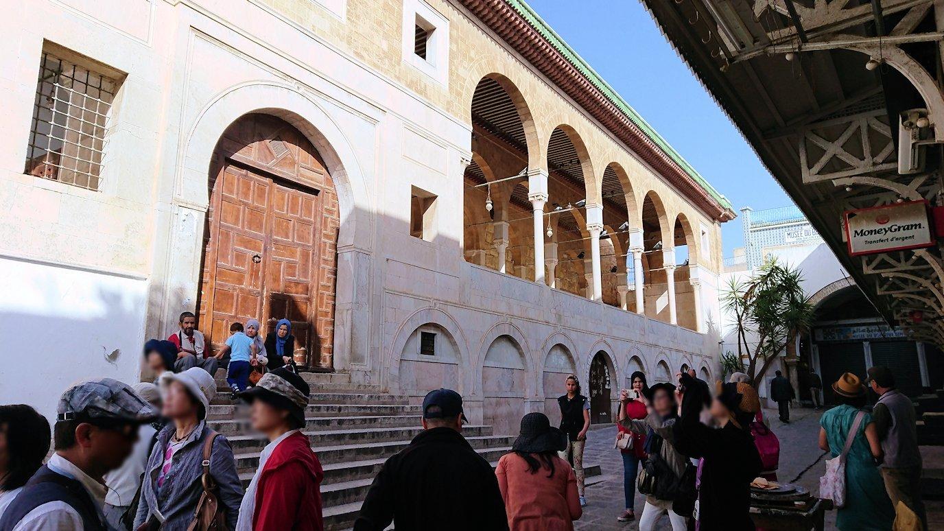 チュニジア:チュニスのメディナのメイン通りを進みながらグランドモスクに6