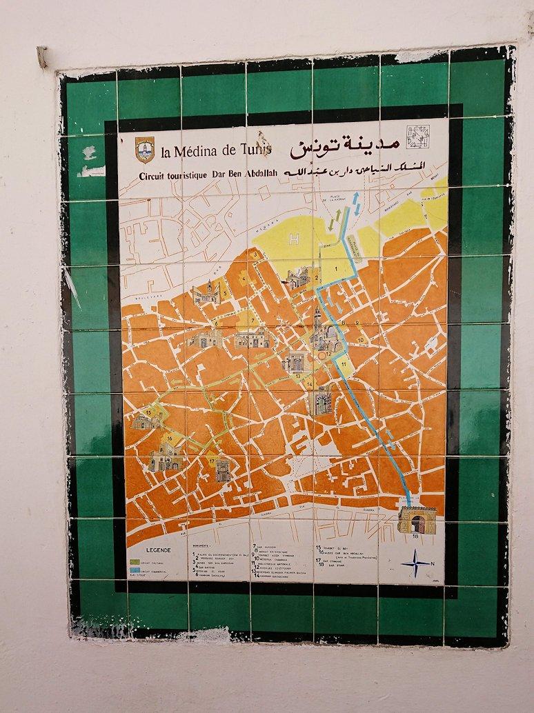 チュニジア:チュニスのメディナのメイン通りを進みながらグランドモスクに9