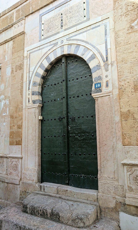 チュニジア:チュニスのメディナのメイン通りを進みながらグランドモスク近くの猫ちゃん9