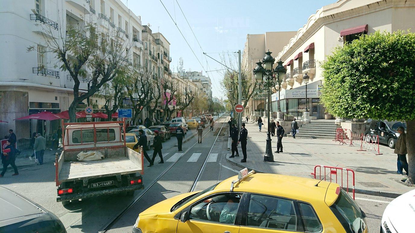 チュニジア:チュニスからイシュケウル国立公園へバスで移動する