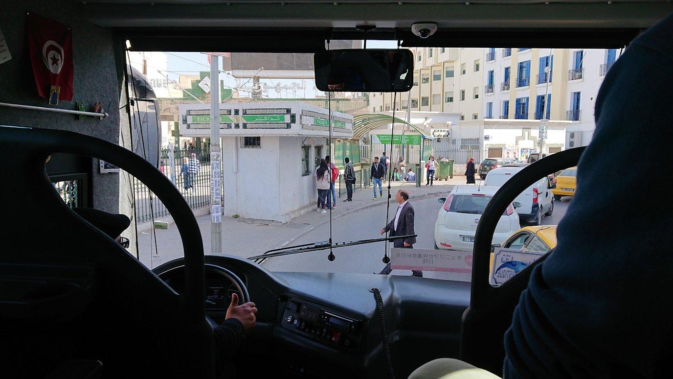 チュニジア:チュニスからイシュケウル国立公園へバスで移動する1