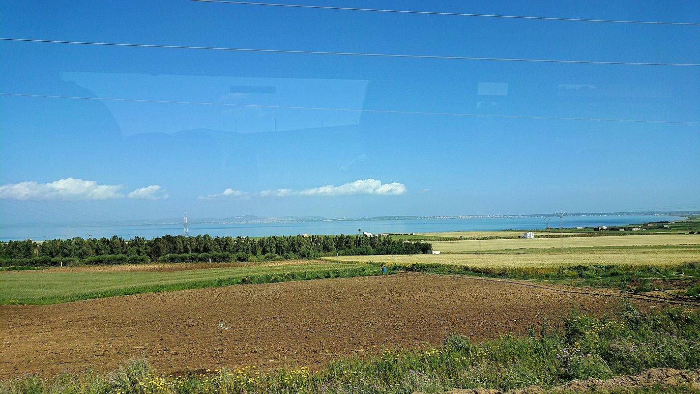 チュニジア:チュニスからイシュケウル国立公園へバスで移動する9