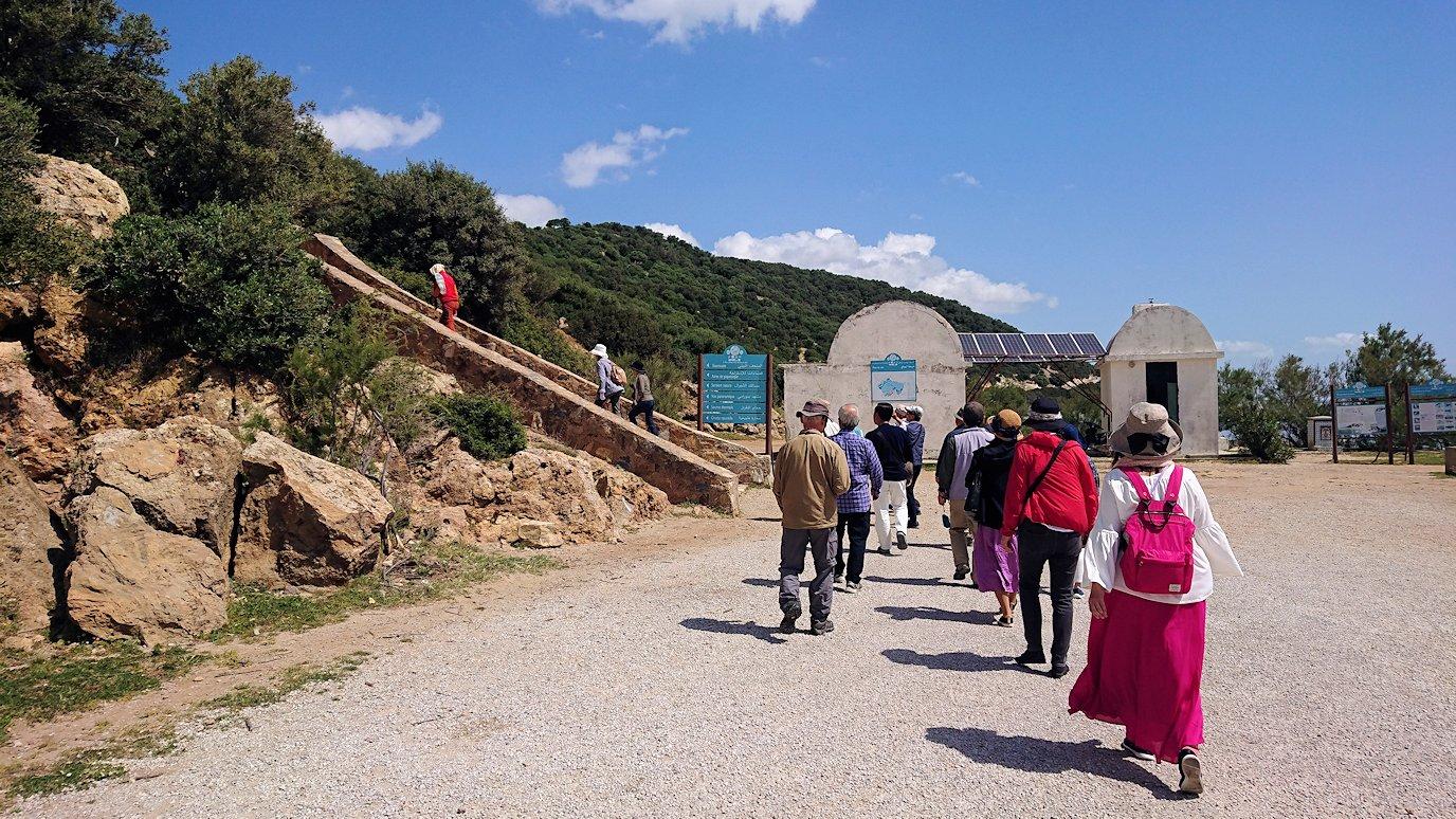 チュニジア:イシュケウル国立公園の階段を登って行きます2