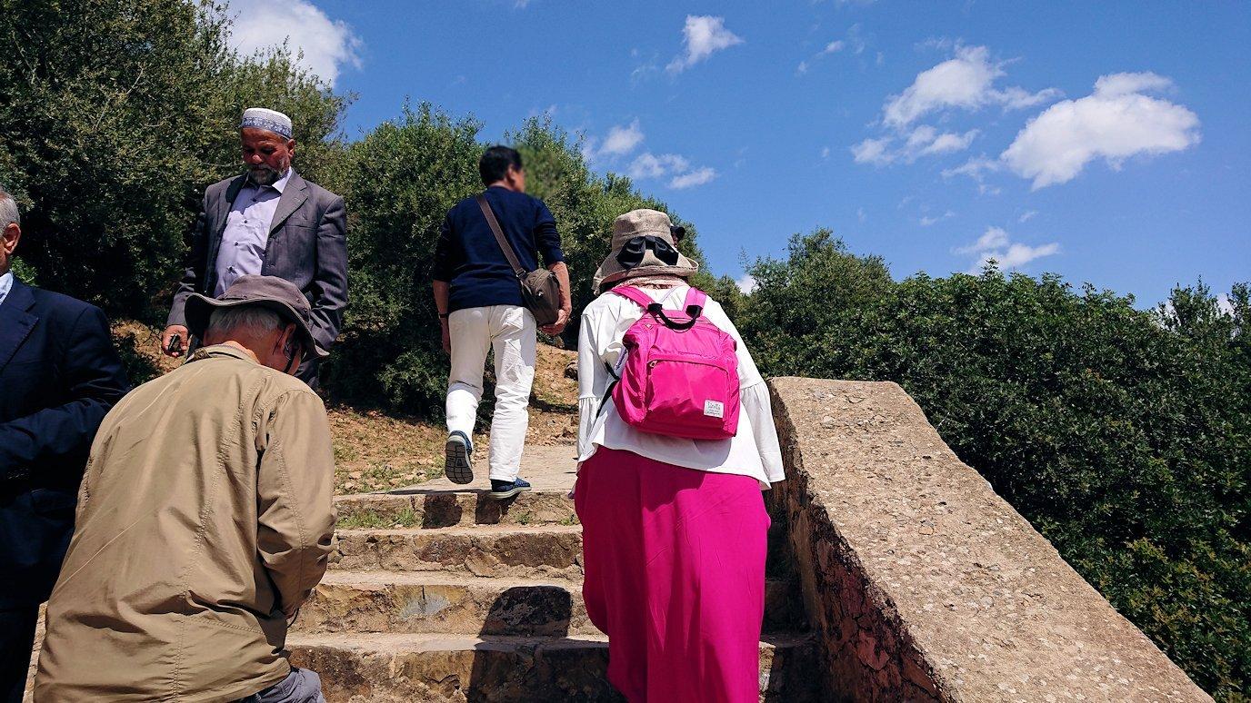チュニジア:イシュケウル国立公園の階段を登って行きます6