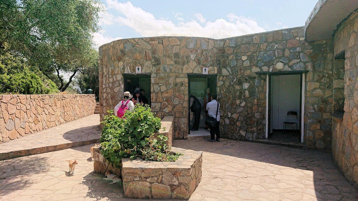 チュニジア:イシュケウル国立公園の頂上で休憩