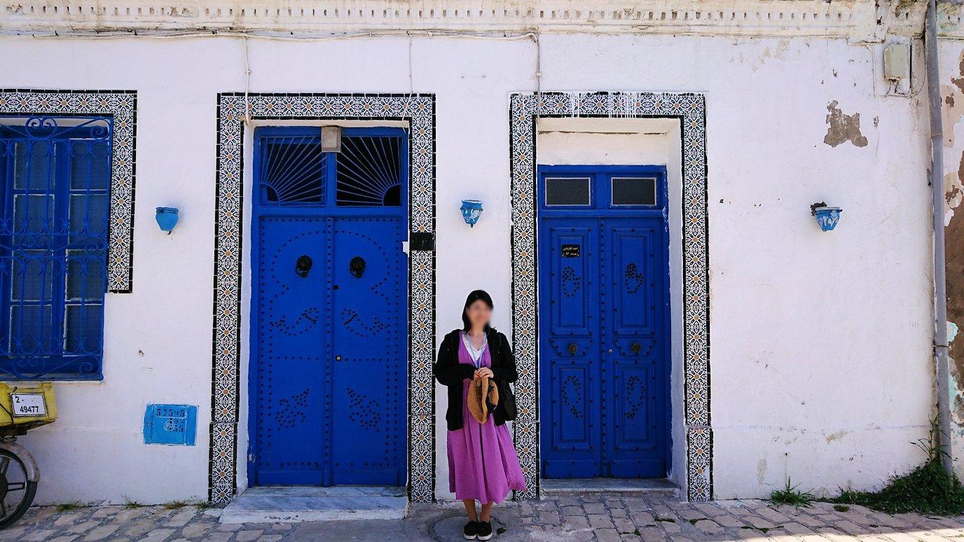 チュニジア:ビゼルトの街で見かけた猫と遊ぶ3