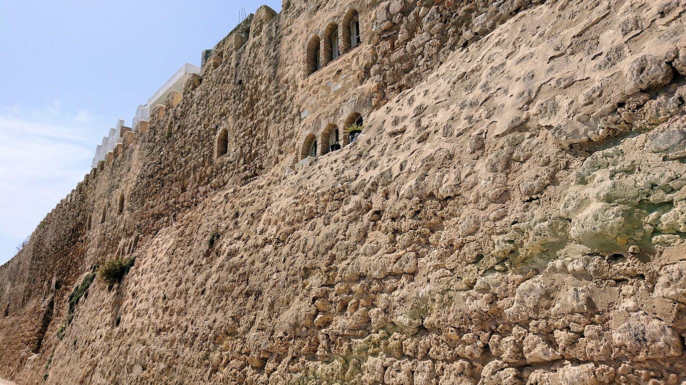 チュニジア:ビゼルトの街のカスバの城壁付近で6