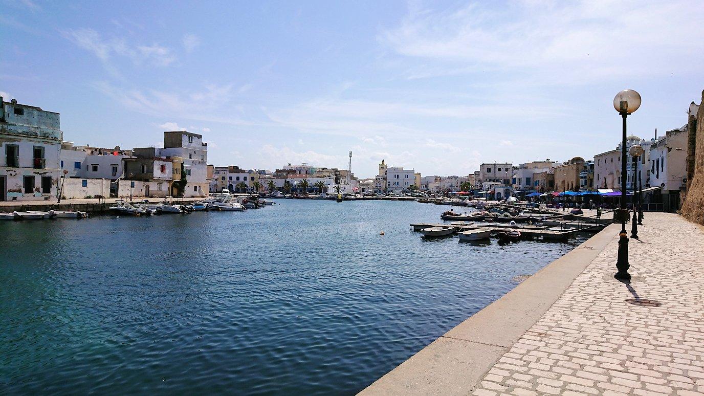 チュニジア:ビゼルトの街のカスバの城壁付近で7