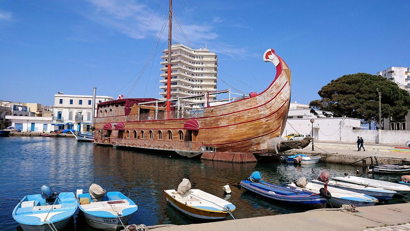 チュニジア:ビゼルトの街で旧港付近を回る4