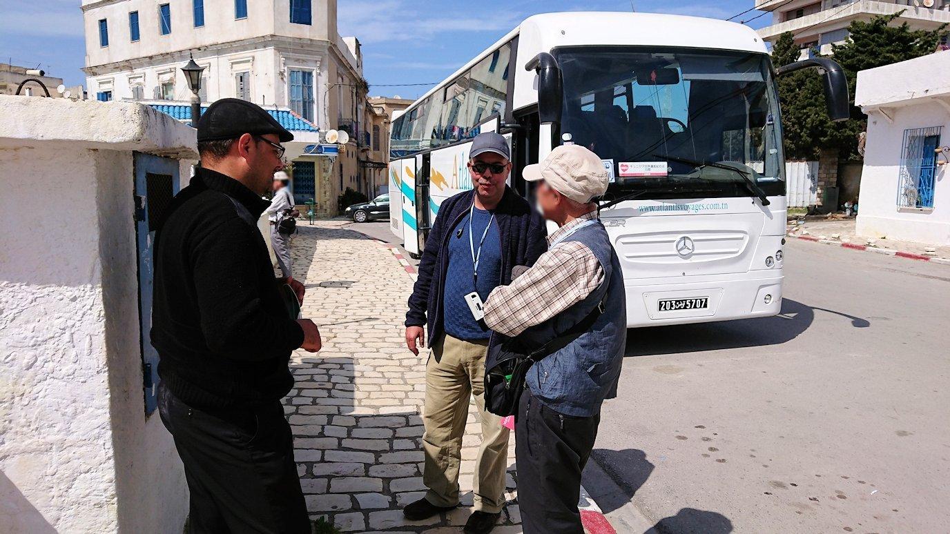 チュニジア:ビゼルトの街を満喫しバスに乗り込む5