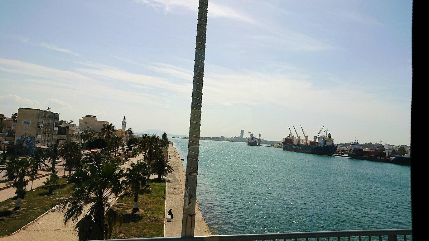 チュニジア:ビゼルトの街を満喫しバスに乗り込む8