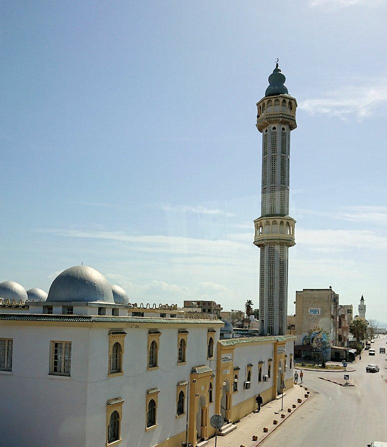 チュニジア:ビゼルトの街を満喫しバスに乗り込む9