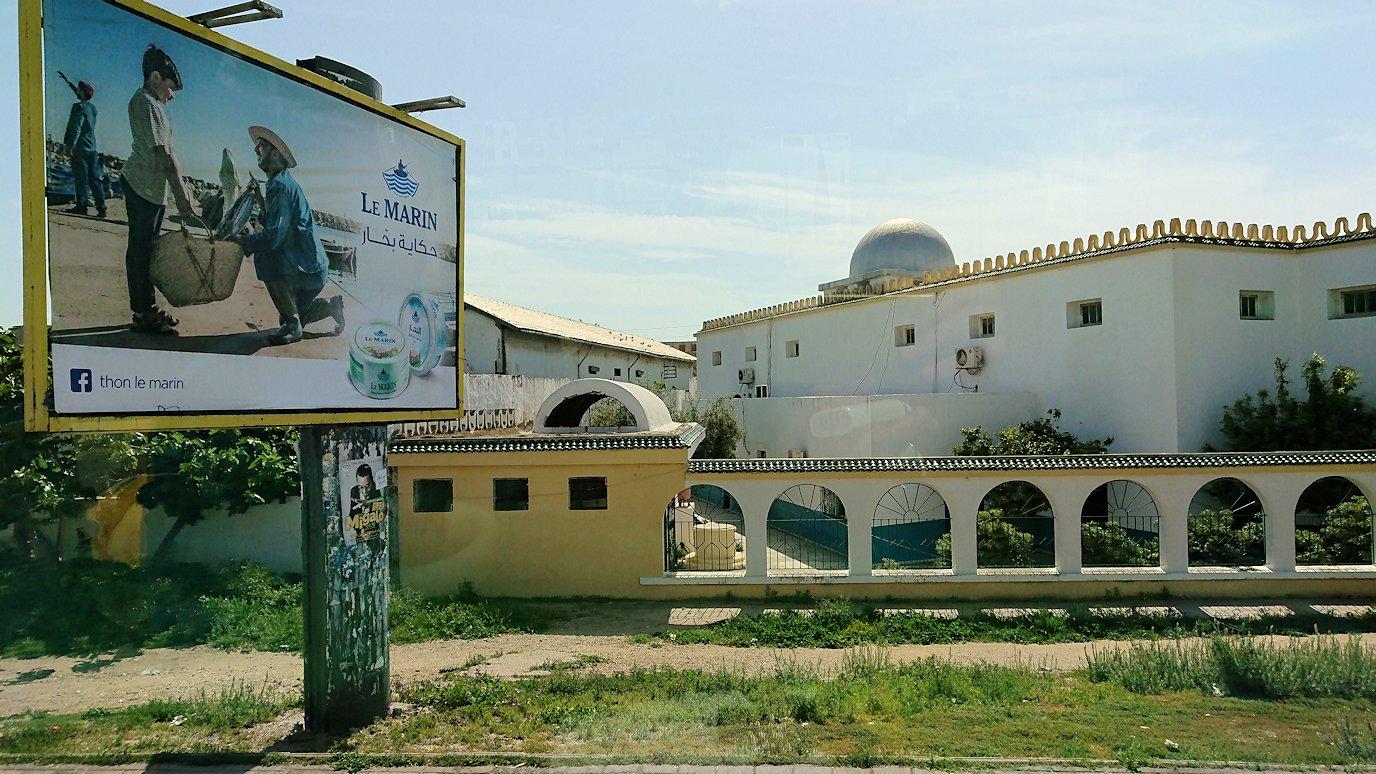 チュニジア:ビゼルトの街を満喫しバスに乗り込む1