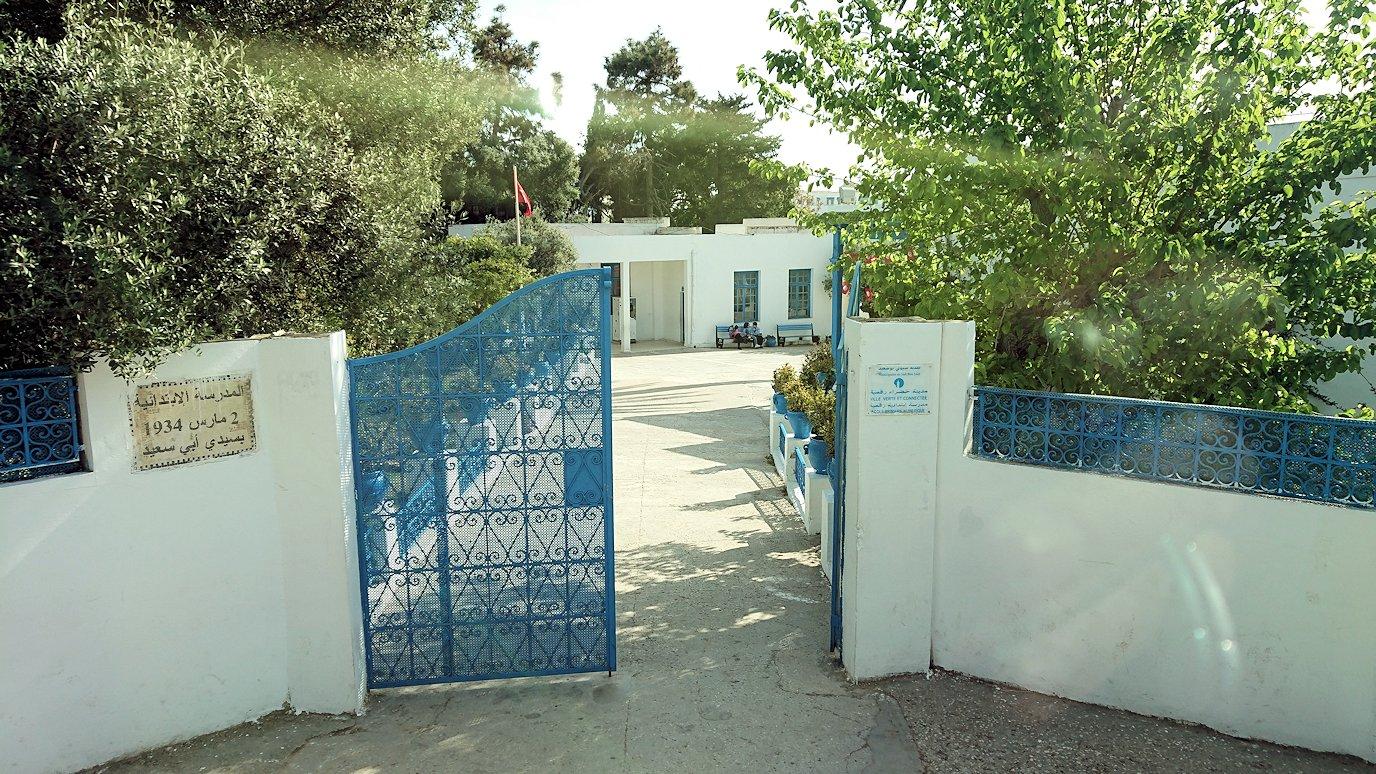 チュニジア:シディ・ブ・サイドの駐車場に到着1