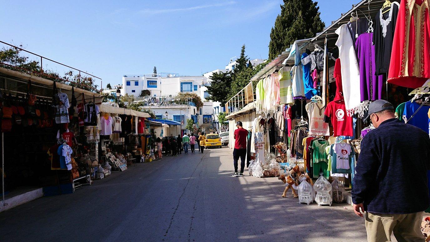 チュニジア:シディ・ブ・サイドの駐車場に到着2