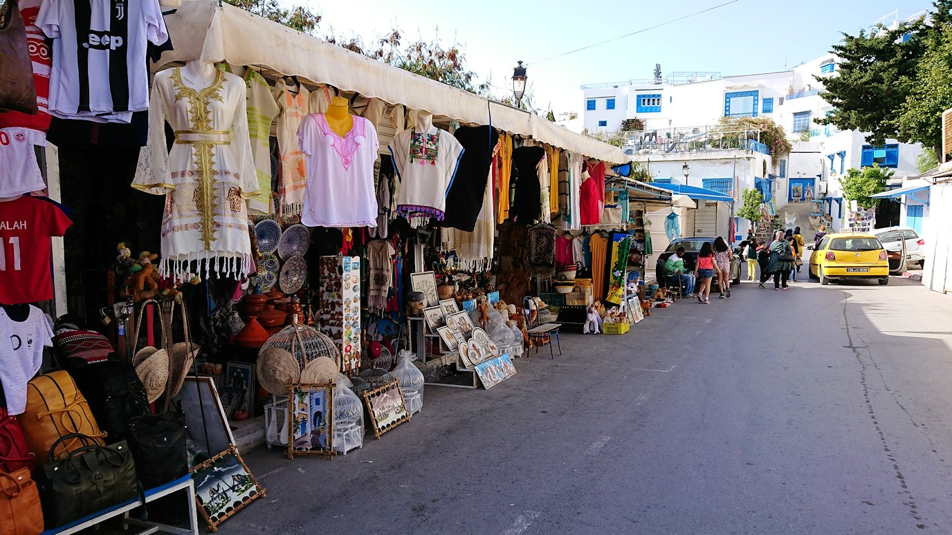 チュニジア:シディ・ブ・サイドの駐車場に到着3